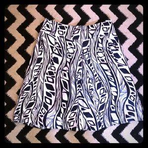 Black+ White Ann Taylor Skirt w pockets! Size 8